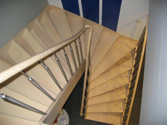 Schrijnwerkerij michiels bvba zele producent van passieframen en deuren trappen kasten en - Trap ijzer smeden en hout ...